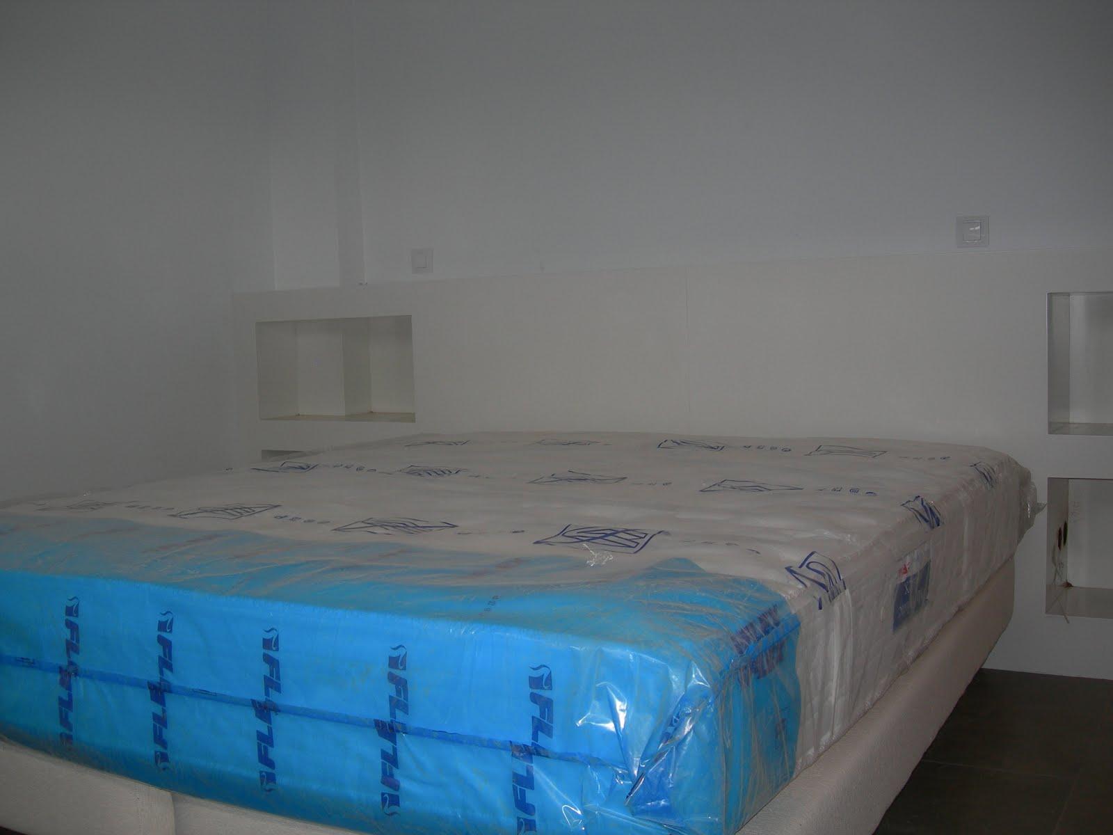 Muebles y dormitorios puertas cuellar - Cabecero mesillas integradas ...