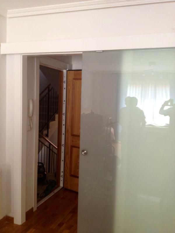 pc puerta corredera vista de cristal acido abierta