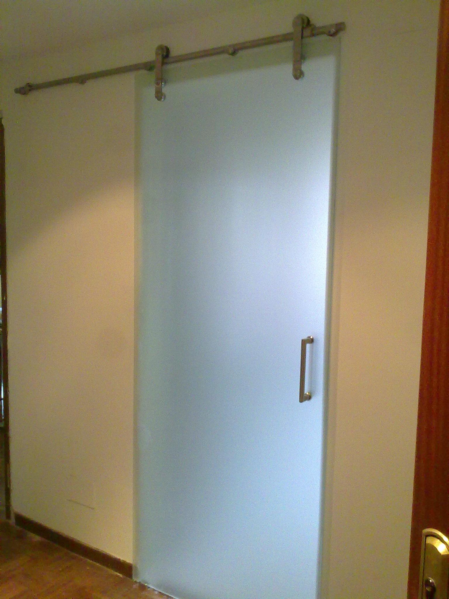 Correderas ocultas vidrio y plegables puertas cuellar for Puertas de cocina baratas